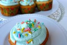 Cupcakes... Yummy!  / by Naomi Vivas