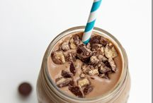 Shakes n smoothies / by Jessica Anguiano