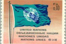 { Avis aux philatélistes } / Les timbres des Nations Unies, conçus par des artistes du monde entier, dépassent les limites habituelles de la philatélie. Ces œuvres d'art en miniature qui reflètent le travail de l'Organisation, ont gagné des récompenses internationales de dessin. L'Administration postale des Nations Unies (APNU) a émis plus de mille timbres depuis sa création en 1951. / by Organisation des Nations Unies (ONU)