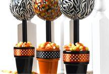 DIY Outdoor Halloween Decorations / by Ellen Niz
