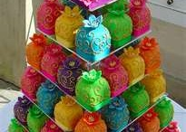 Wow! Cakes / by Vikki Pirie