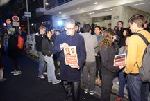 """#LiberenALos30 en la Embajada de Rusia en Buenos Aires. / En la noche del viernes cientos de personas se acercaron a la Embajada de Rusia para reclamar pacíficamente por la liberación de Camila, Hernán y los otros 28 detenidos miembros de Greenpeace.  """"Ellos pusieron su cuerpo para defender el Ártico. Están incomunicados, pero nosotros no y tenemos que hacer escuchar nuestra voz de reclamo"""", dijo Martín Prieto, Director Ejecutivo de Greenpeace Argentina.  Reclamá vos también en: http://grpce.org/16SzABk / by Greenpeace Argentina"""