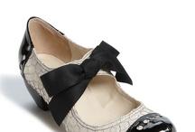 Chaussures a moi / by Caroline Gobert