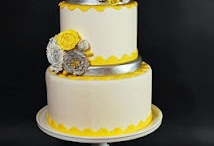 Simple/Classic Wedding Cakes / by Jenniffer White