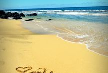 Aloha - let's take a trip to Hawaii! / by Zoe Wylychenko