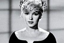 Marilyn  / @ Mi è capitato spesso di finire su un calendario. Ma mai per una data precisa. @ La notte mi vesto di Chanel numero 5 @Non m'importa di vivere in un mondo di uomini, purché io possa viverci da donna @ Un bacio sulla mano può farti sentire meglio, ma una tiara di diamanti è per sempre.   / by Antonella Caruso