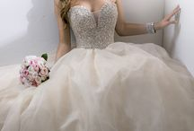Wedding Dresses / by Megan Smith