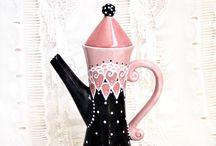 Teapots flowers/feminine / by Marianne Bondalapati