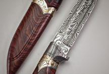 Swords/Knives / by Daracana Auditore da Firenze