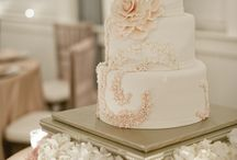 Tiered Cakes & Cupcakes / by Michelle Kuenz