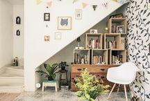 Embaixo da escada... / by Carolina Leal