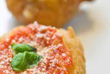 Napoli in cucina / Una delle regioni d'eccellenza per cibo e tradizioni culinarie / by Manuela Cento