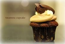 Food - Cakes and Cupcakes / by Rosa Balzamo