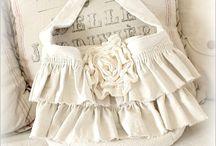 Beautiful Bags / by Alisa Benay