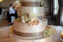 Wedding Cakes / by Rachel Antonovich