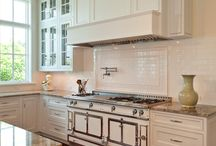 Kitchens / by Kelly Lansford