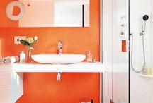 El baño, tu spa de lujo / Para relajarte en la bañera o hacer muecas imposibles frente al espejo sin ser molestado. / by alaloo .