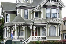 Victorian Style Homes / by Monique Chilelli
