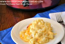 Recipes to Try - Crockpot Meals / by Stephanie @ The Cozy Old Farmhouse