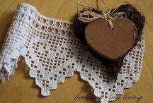 """Crochê filet / Delicioso de fazer, o """"crochet filet"""" dá um resultado muito bom. É meu crochet preferido! / by Maria Cecilia Pontes Fernandes"""