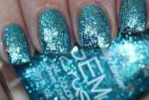 nails / by Claudia Garland