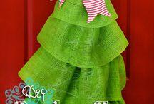 Burlap - decor, door hangers / Wreaths and door decor items made with burlap / by Margaret Johnson