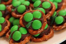 Cute holiday foods / by Debbie Butcher