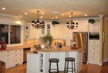 Kitchen & Dining Room / by Kim Helm