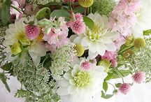 Flower Arrangements  / Lovely centerpieces and ways to set a beautiful table; / by Becky Johns