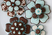 Cookie Decorating - Flowers & Plants / by Miss Overballe