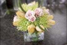 Floral......Arrangements I love  :) / by Gail Kreunen