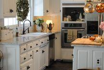 Kitchens / by Robyn Mink