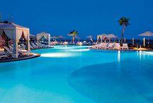 For the: Pool Lovers / Endless pools and amazing landscapes!   Dsifruta de las increíbles vistas al mar que las piscinas infinitas de Los Cabos tienen para ti. / by Los Cabos Tourism