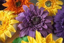 Cake Decorating: Sugar Flower Tutorials / by Jamie Coutu