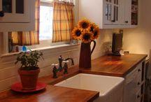 Kitchen / by Emily Robbins