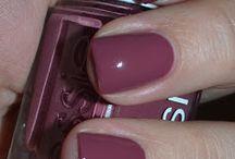 Nails / by Jillian Gullotti