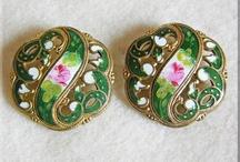 Antique Buttons / by Linda Aubrey