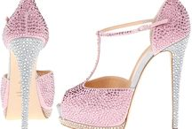 WOW shoes / by Diane Guetschow