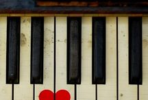 Pianos / by Laura Poynter
