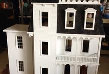 Dollhouse & miniatures / by Hoa Nguyen