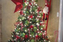 Christmas tree decor!!  / by Madalynn Panelle Bryan