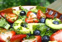 Salads and dressings - Ensaladas y aderezos / by Martha Aldana