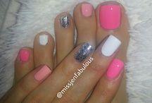 nails / by Rachael Thompson