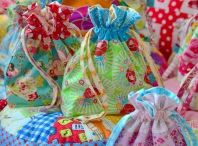 POUCHES,PURSES,BAGS,BOXES Y DEMÁS / by Shami Reyes