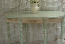 Pretty Painted Furniture / by Dolly Secord