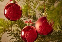 Christmas Lace Kit / Beautify your home this holiday season with these 15 adorable Christmas ornaments in freestanding lace. The kit includes heavy weight water soluble stabilizer, 2 spools of embroidery thread. Hoop size up to 80x80 / by Husqvarna Viking® Sewing and Embroidery Machine