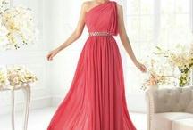 vestidos dama de honor / by Thalia Peraza