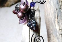 Can you EAR me now? / Ear cuffs, wraps, vines, sleeves, swirls / by Marge Ellis