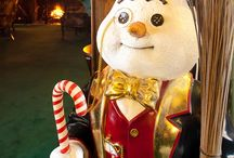 Old Fashioned Christmas / Stonehurst Manor loves the Holidays and every year we decorate with vintage Christmas decorations!  We would love you to share your decorations on our board!  Message us and we'll invite you to pin! / by Stonehurst Manor