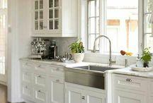 Kitchens / by Tina Hempel